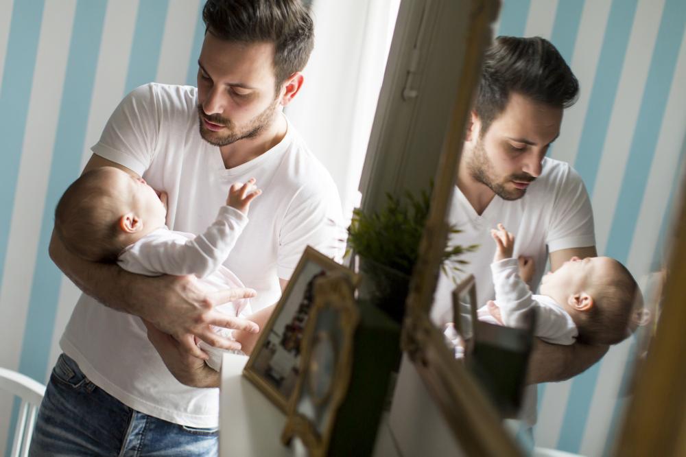 Pierwszy miesiąc - poradnik przetrwania dla taty