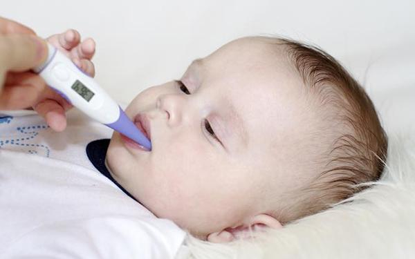 Przeziębienie u niemowlaka: 18 sposobów na szybki powrót do zdrowia