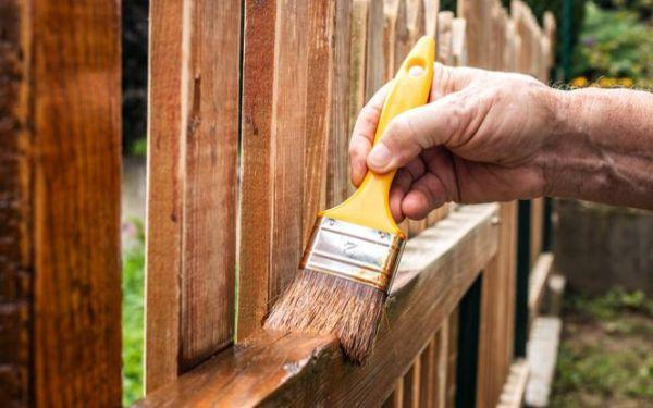 Jak zabezpieczyć drewno w ogrodzie? Impregnacja: poradnik